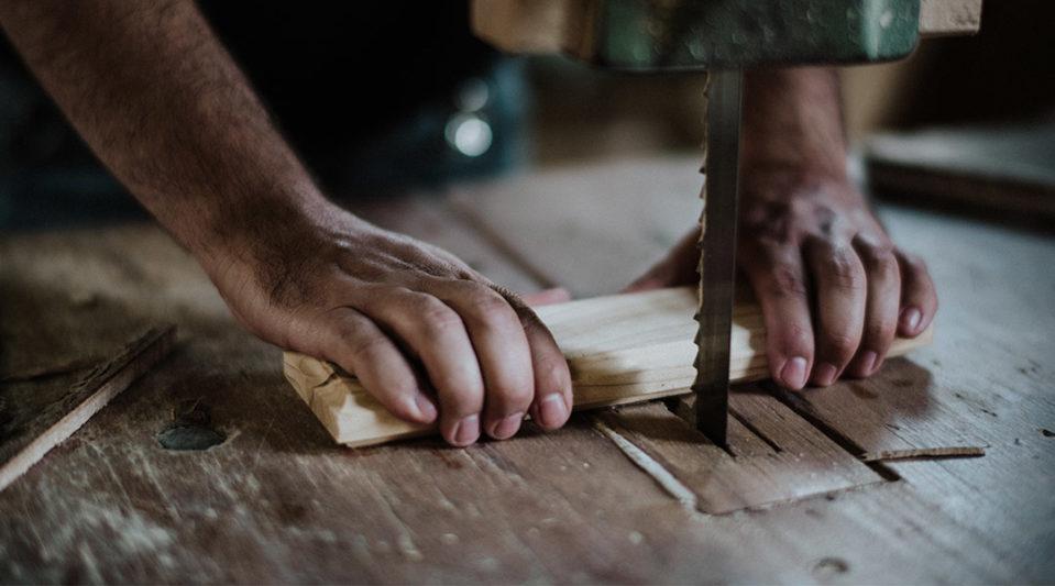 rezanie brusenie dreva